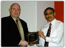 Dennis Brophy receives leadership award from Shishpal Rawat